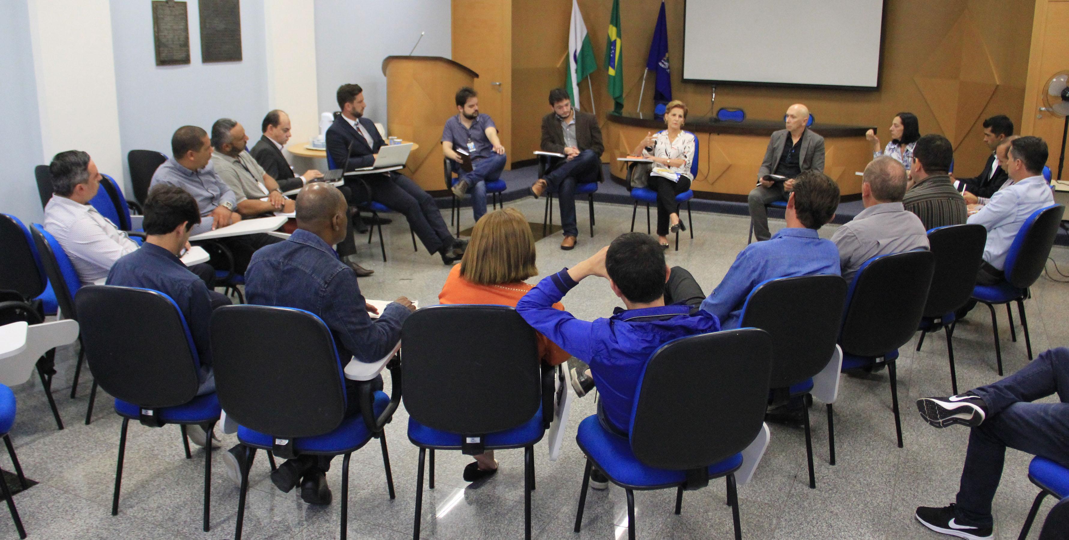 Vereadores e executivo debatem leis de uso e ocupação do Núcleo Residencial Del Rey