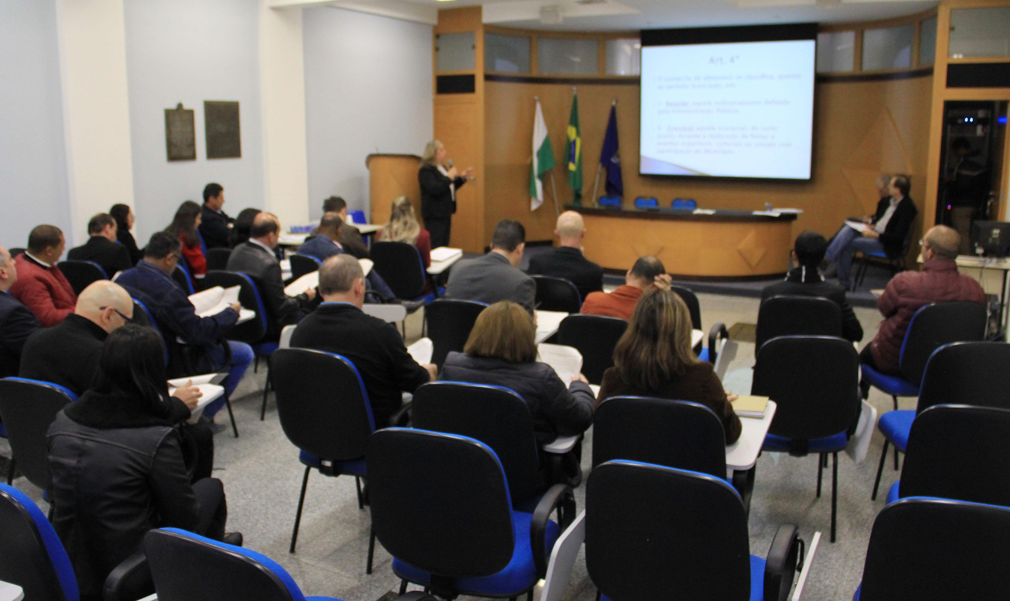 Vereadores e executivo se reúnem para debater Projeto de Lei sobre o comércio de alimentos em áreas públicas