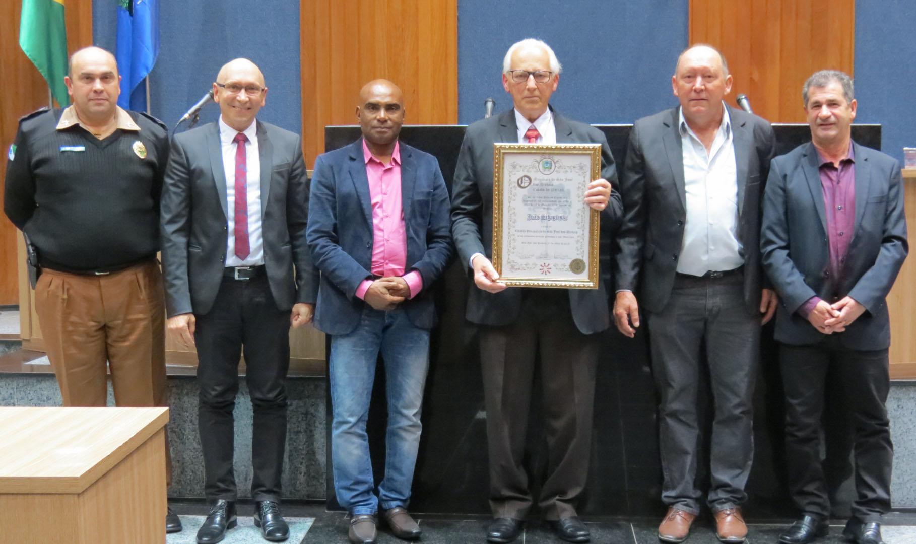 Empresário João Schapieski recebe Título de Cidadão Benemérito