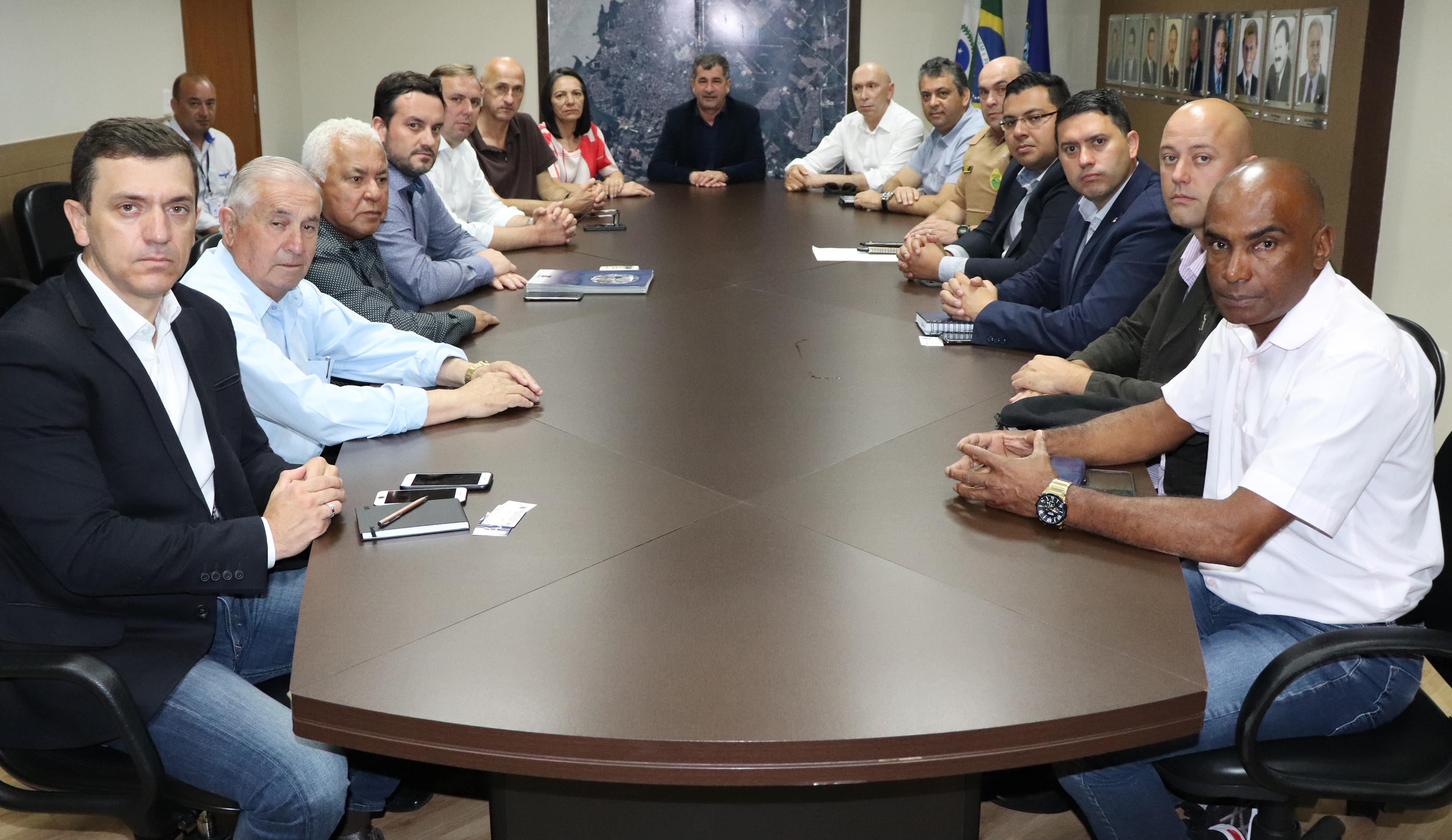 Vereador Luiz Paulo e comissão de segurança se reúnem com prefeito para conhecer sistema de monitoramento urbano