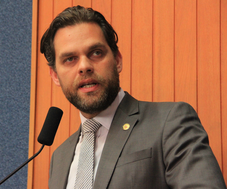 Deputado Goura participa de sessão da Câmara e apresenta Projeto de Lei que reduz uso de agrotóxicos na RMC