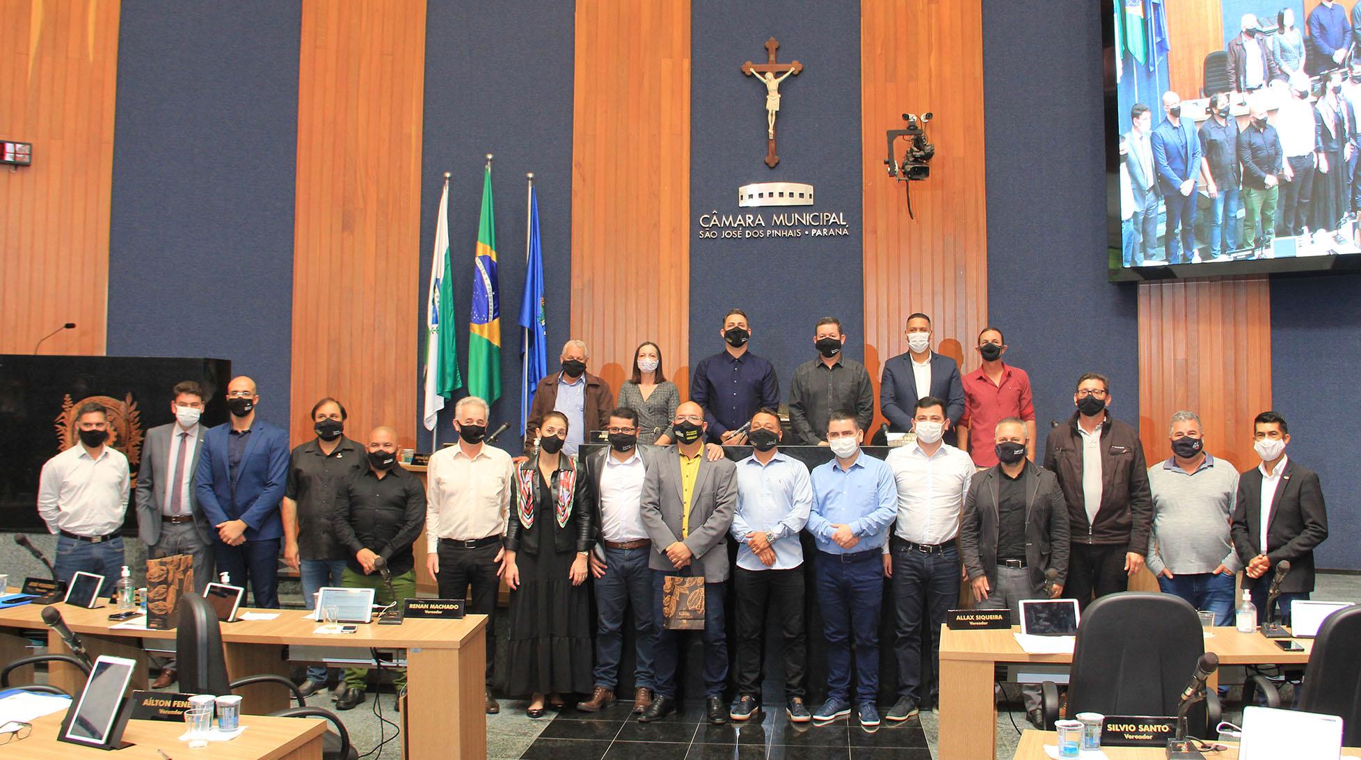 Câmara Municipal homenageia mestres pela passagem do Dia do Professor